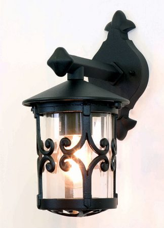 Hereford Traditional English Style Outdoor Wall Lantern