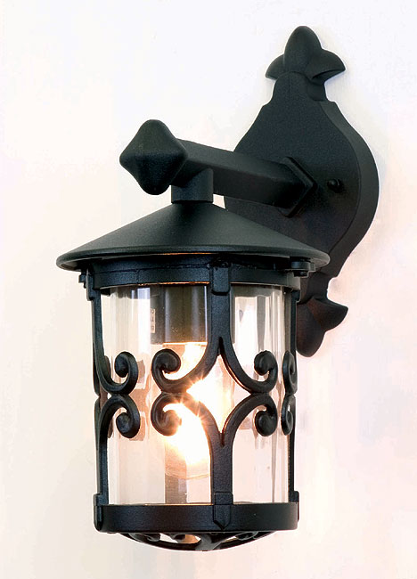 Hereford Traditional English Style Outdoor Wall Lantern BL8/BLK