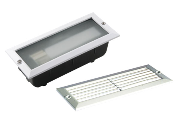 White cast aluminium outdoor brick light plain and louvred covers IP44