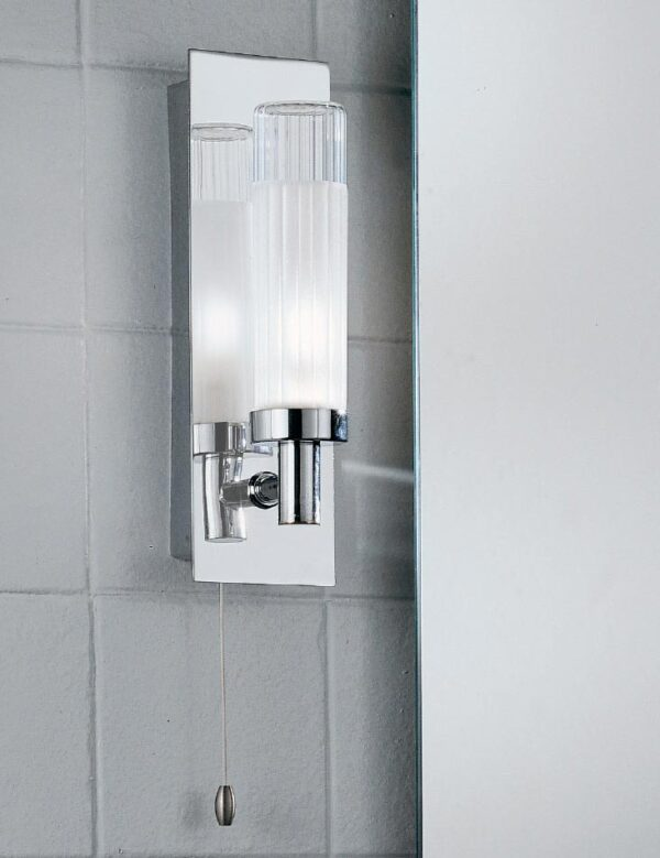 Quality 1 Lamp Switched Bathroom Wall Light Chrome Ribbed Glass IP44