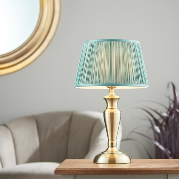 Oslo medium traditional table lamp in antique brass fir silk shade roomset